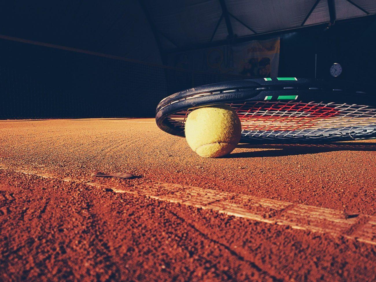 belçikalı tenis uzmanlarından oluşan üçlü yolsuzluk soruşturması nedeniyle cezalandırıldı
